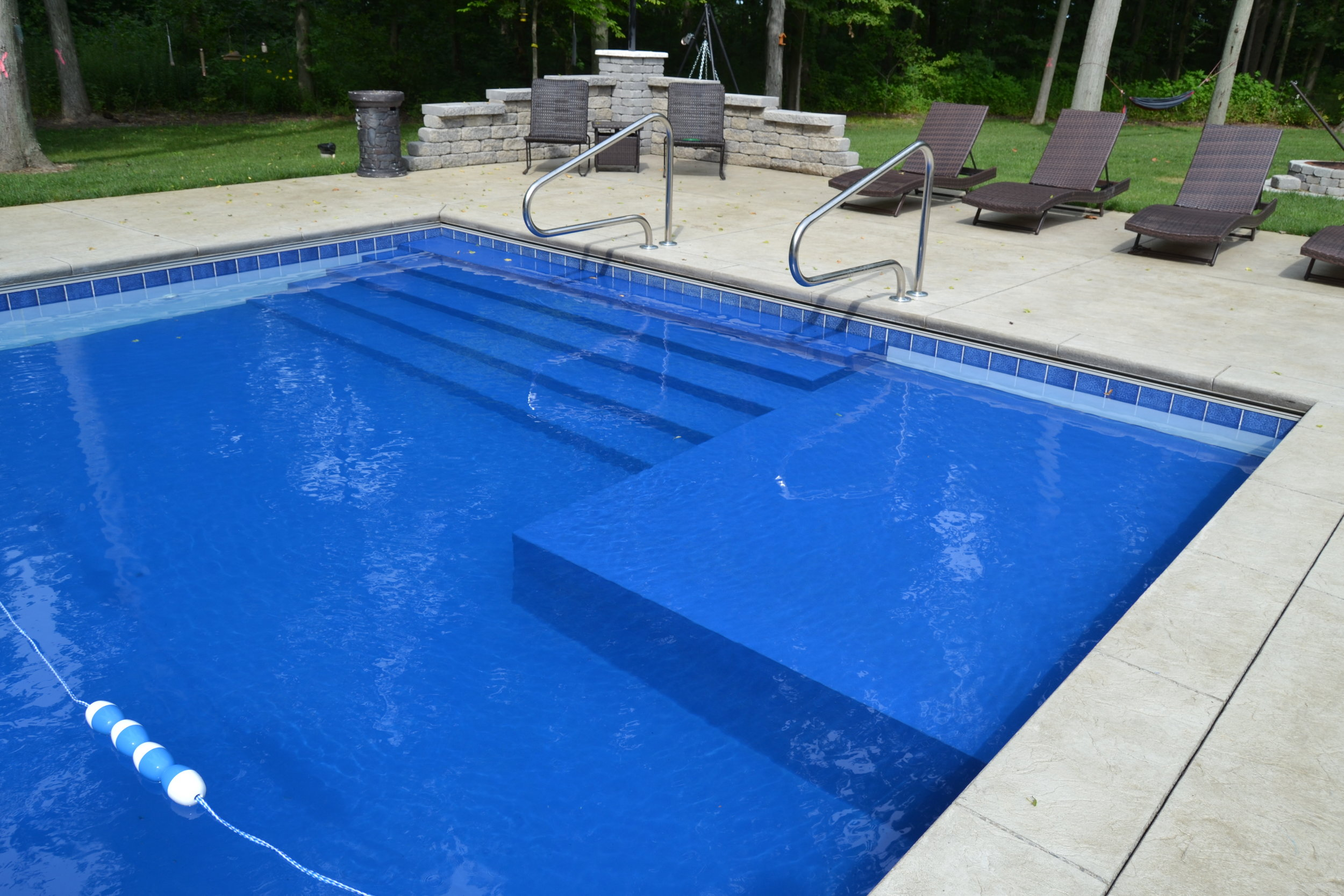 Swimcraft Pool w Poured step and Sunledge.JPG