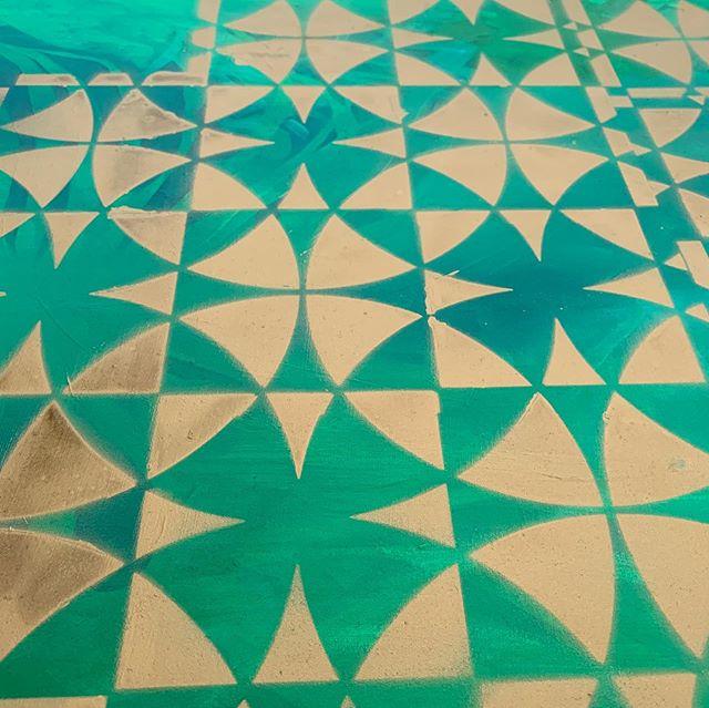 A pattern underlay is underway! • • • #goldgoldgold #artiststudio #patternplay #patternlove #art #artist #artistsoninstagram #workinprogress #colour #grid #design #color #tiles #spraypaint #spraypaintart #allthatglittersisgold #gold #green #oilpainting #graffiti #studio