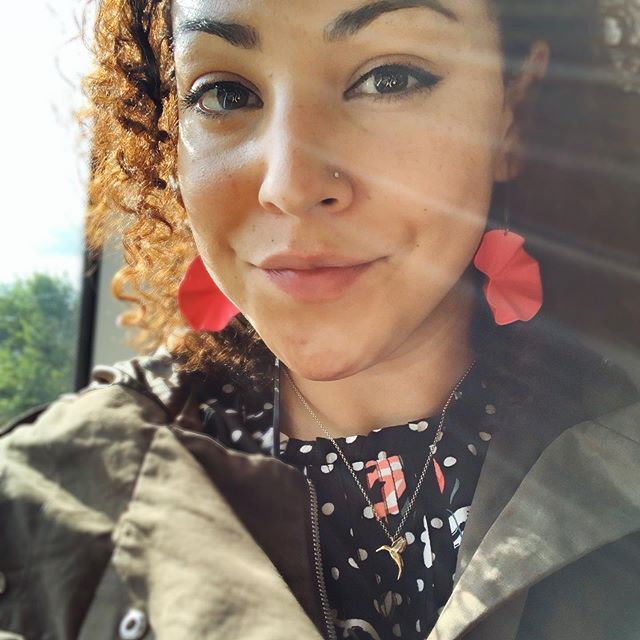 Kent-bound impulse station buy of ginormous bright pink earrings simply cos this girl is KNACKERED, it's been a long ol'summer and I 'just happened' to remember that colour keeps me sane whilst passing Mr @OliverBonas✌🏽💝#thatsbetter #colourpop