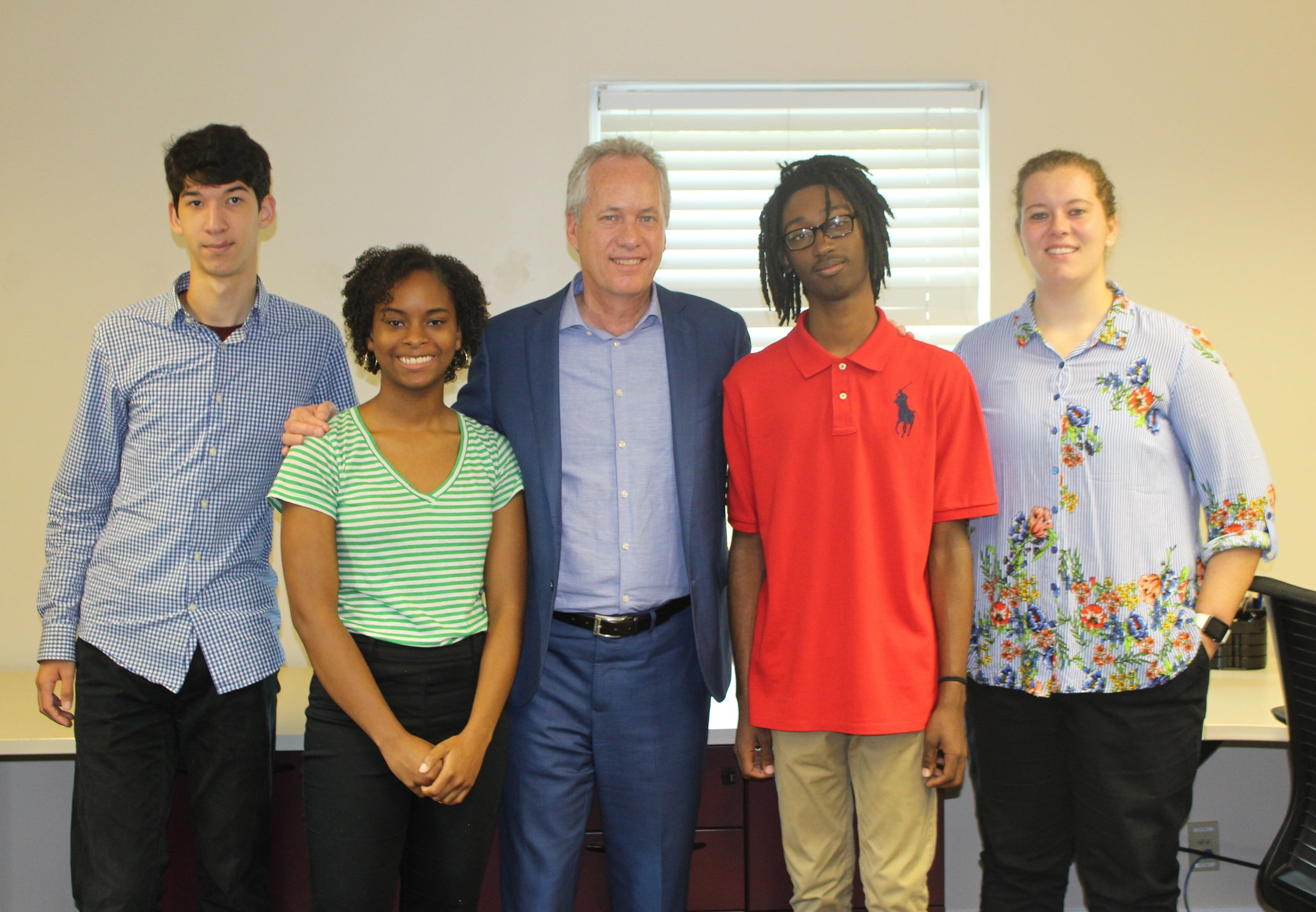 This morning, Mayor Fischer stopped by D.D. Williamson to visit their SummerWorks youth. From left to right:Jacob Keisling, Kimberly Jefferson, Mayor Fischer,Weslee Reynolds, and Maria Yeager.