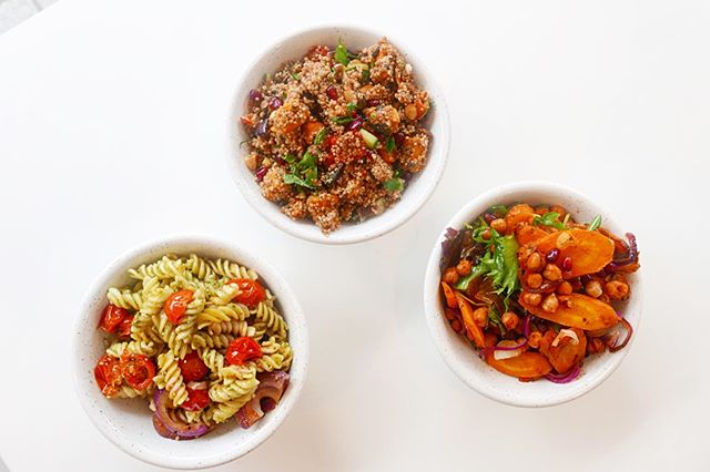 This weekends salads! Our trusty chipotle carrot + chickpea and our roasted veg quinoa salad plus A NEW ✨ vegan pesto pasta topped with red onion, garlic and cherry tomatoes