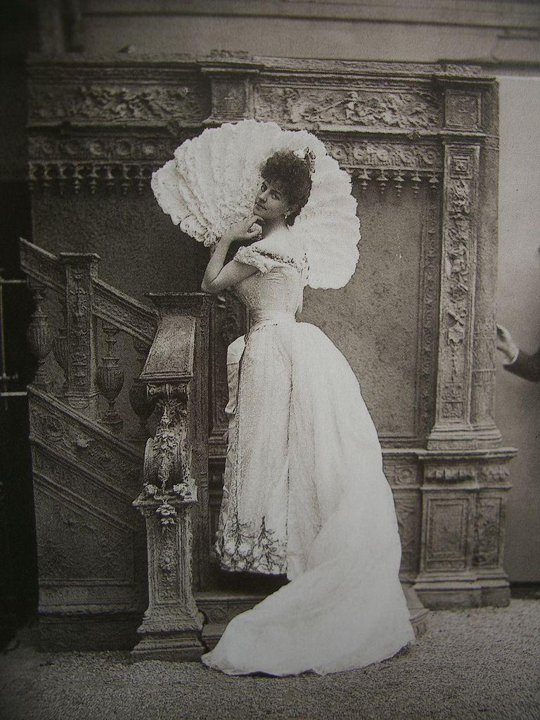 The Countess Greffuhle, photo by Paul Nadar, via  Wikimedia Commons