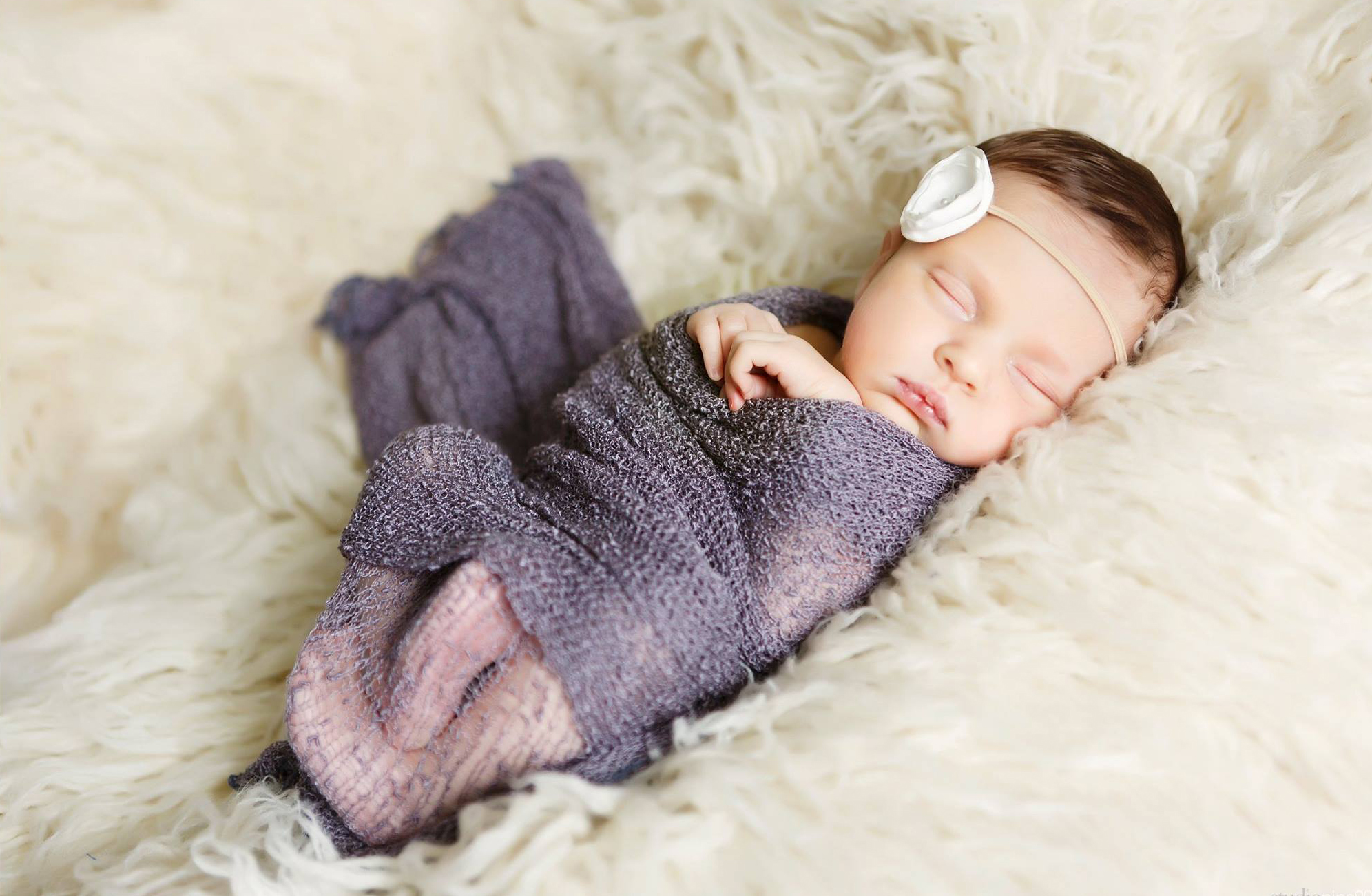 simple says it best - we have a no frills policy when it comes to newborn photography. we love in-home sessions and natural styling.