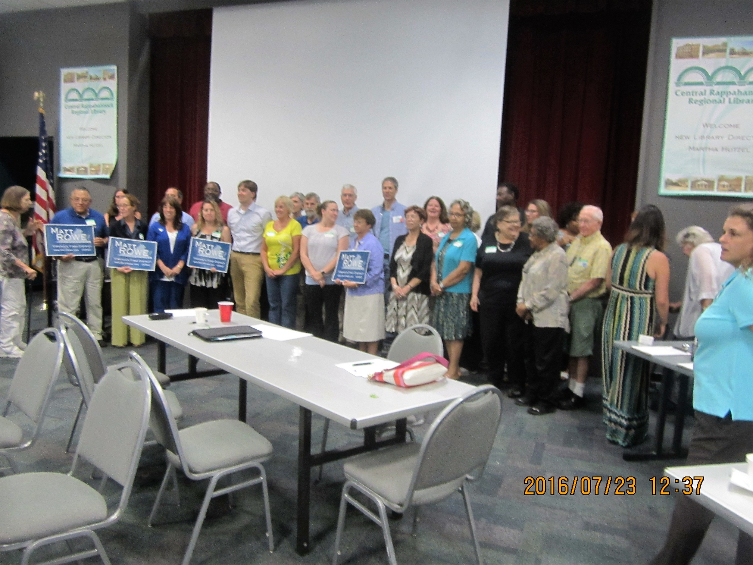 Members gather for a pic with Matt Rowe.JPG