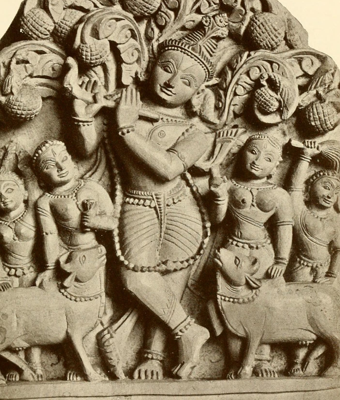 Krishna_and_Gopis_(herdsmaids)_sculpture_1913.jpg