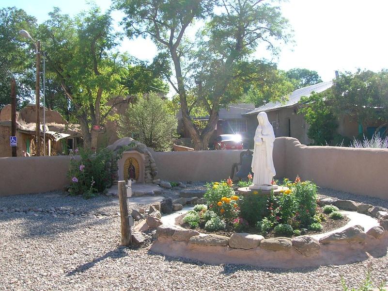 san_francisco_de_assis_church_garden.jpg