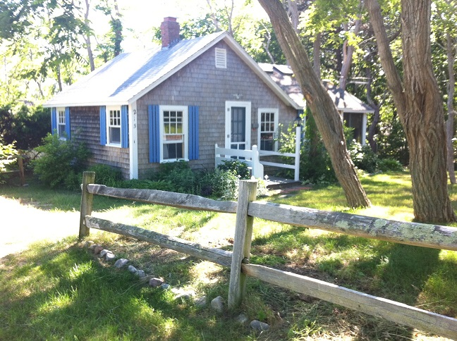 cottage 215 pilgrim spring road wellfleet.jpg