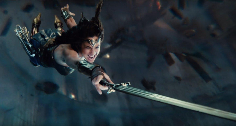 justiceleague-trailerbreakdown-wonderwoman-swordgrab.jpg