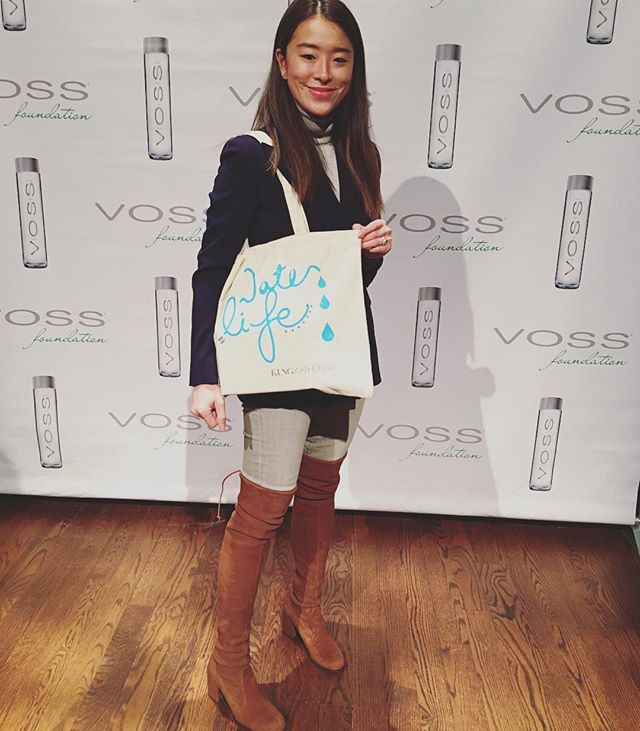 #Water = #Life  I'm so honored to design the tote 👜 for @vossfoundation 💦Women Helping Women #nyc luncheon 💙Facts: through the foundation's clean water facilities, women in Subsaharan Africa can improve their lives in aspects of pregnancy, birth, childhood and adolescent developments, as well as their career future. So this holiday, do good deeds and donate in your loved ones' honor. Spread #love #charity #VossFoundation #cleanwater #help #helpothers #dogood #beautiful #donate