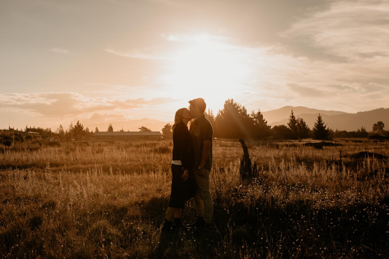 NessChrisWatson-NewZealandPhotographer-GoldenHour-Couple-Adventure-.jpg