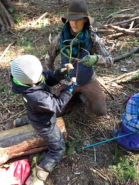 Weaving a basket using invasive English Ivy & Laurel