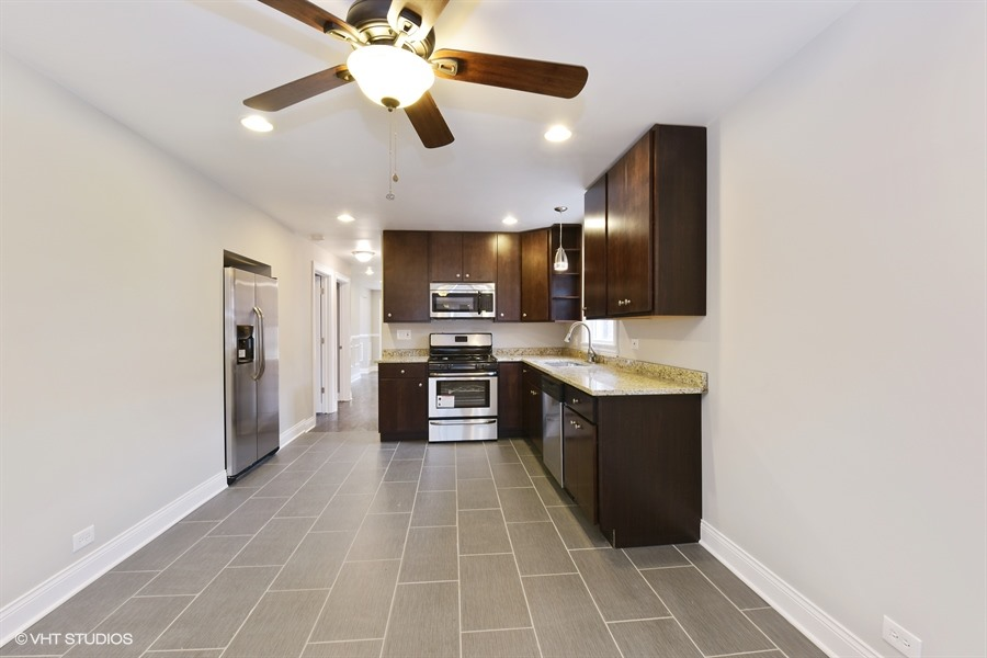 04_9849SWinstonAve_177_Kitchen_LowRes.jpg