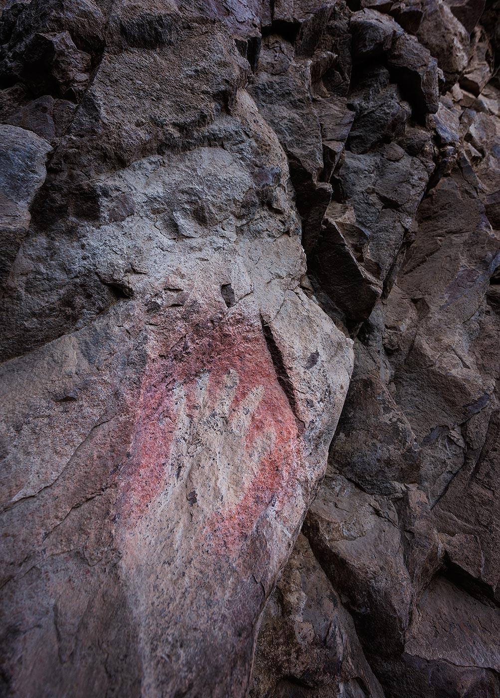 Ancient-Cultures_ABP_Apache-Canyon_pictograph-hand2.jpg
