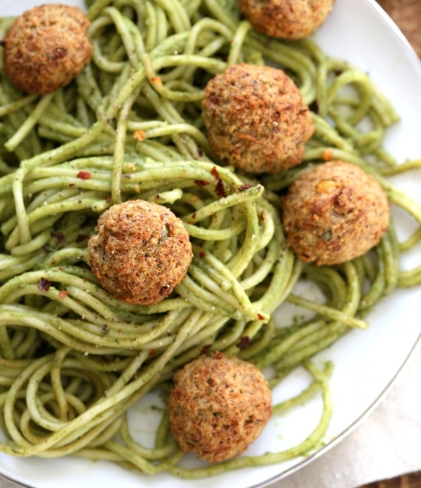 chickpea-meatballs-with-pesto-spaghetti-veganricha-3818.jpg