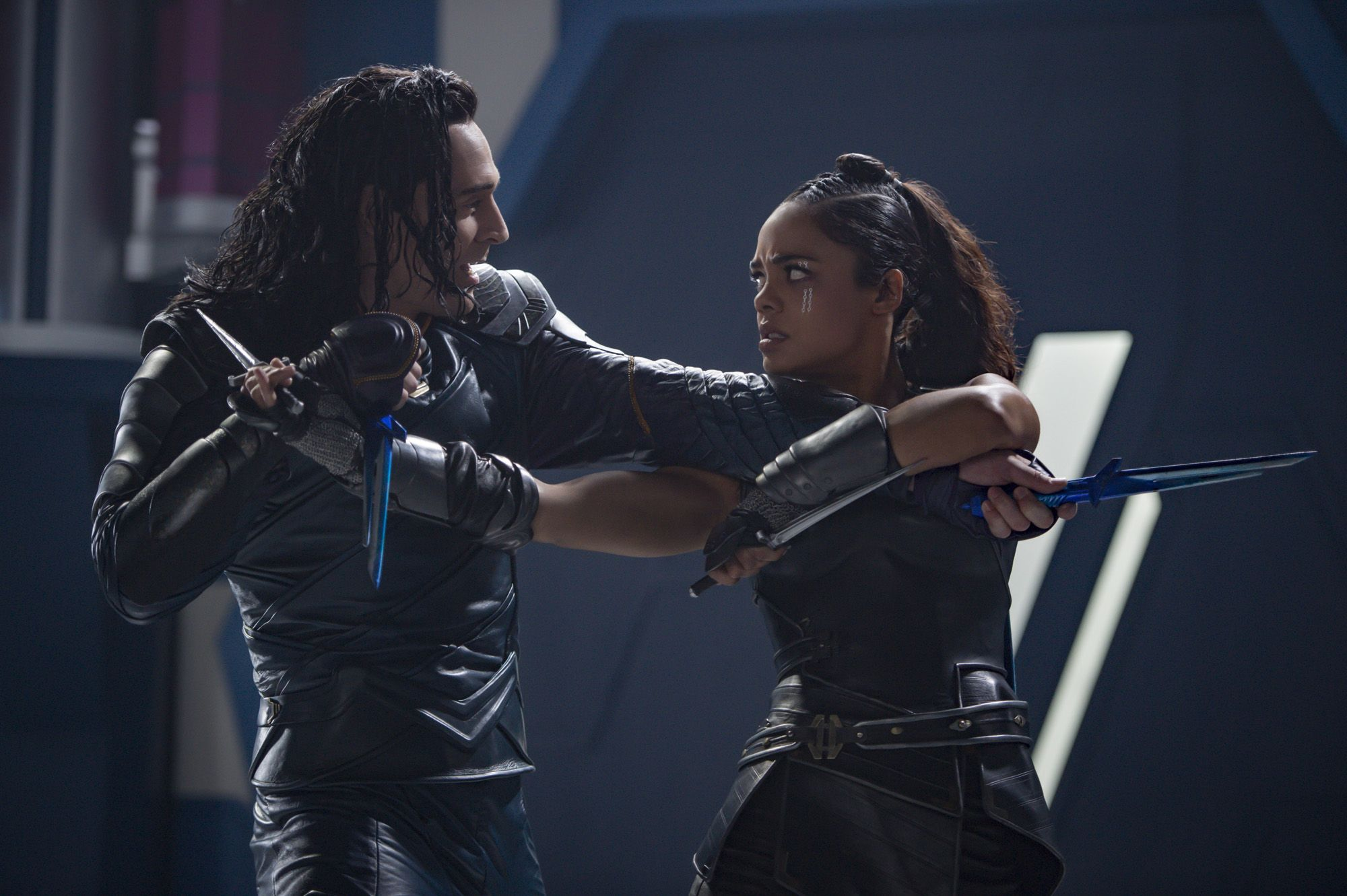 thor-ragnarok-tom-hiddleston-tessa-thompson-1510694724-1510694725.jpg