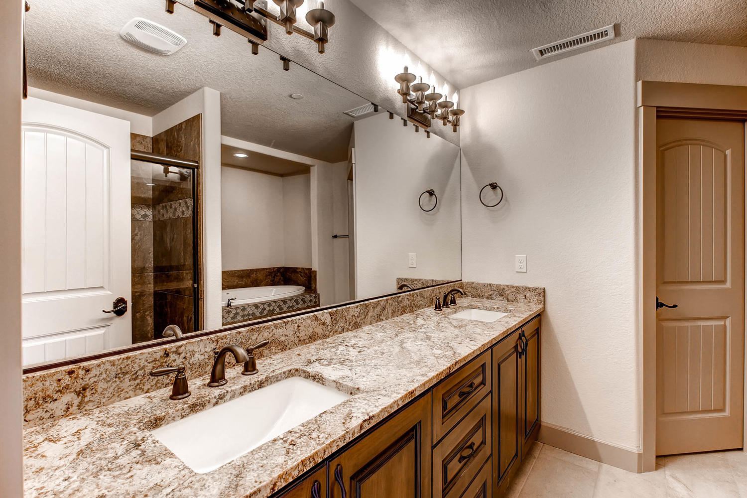 450 Augusta st se Salem OR-large-019-25-2nd Floor Master Bathroom-1500x1000-72dpi.jpg