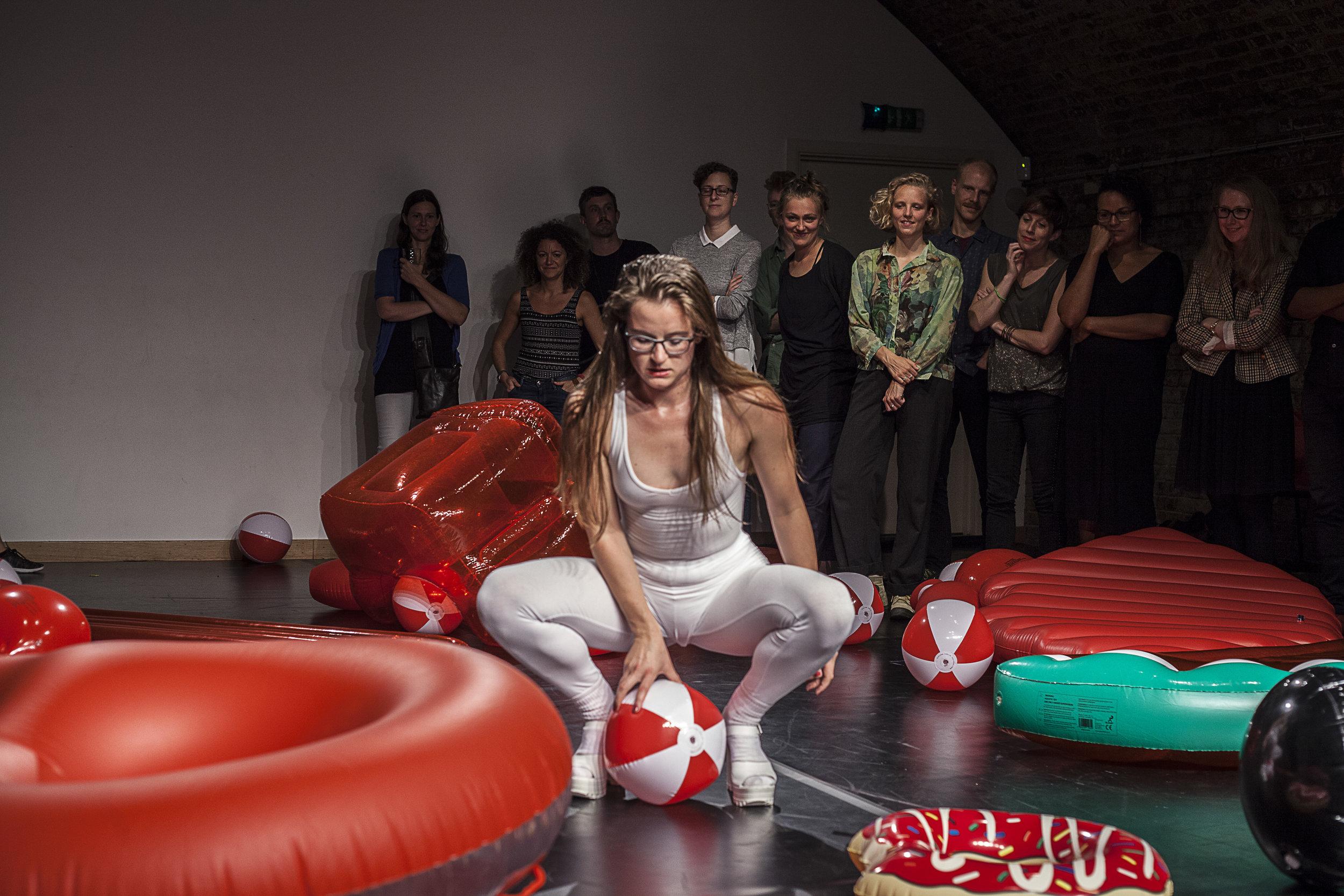 Big hands, big heart.  Photo: Gabriele Rocchetti | Summerdance '16 | TripSpace Projects