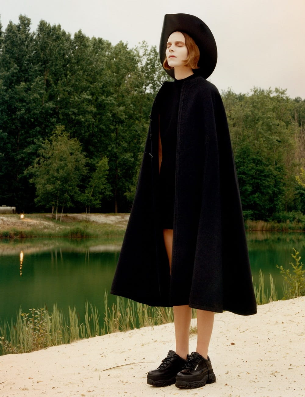 Freja-Beha-Erichsen-by-Jamie-Hawkesworth-for-BritishVogue-Dec2018-08.jpg