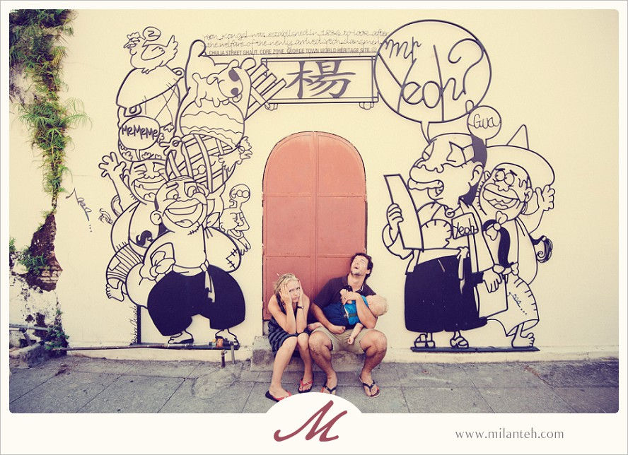 funny-family-photo-in-penang