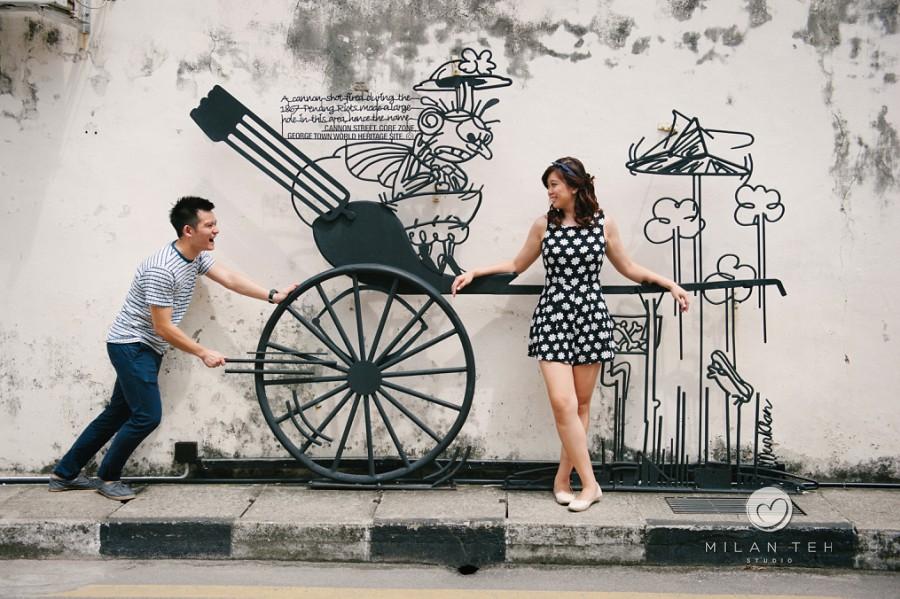 penang-georgetown-street-art-couple-portrait