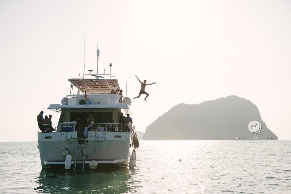 wedding-langkawi-jumping-off-yacht