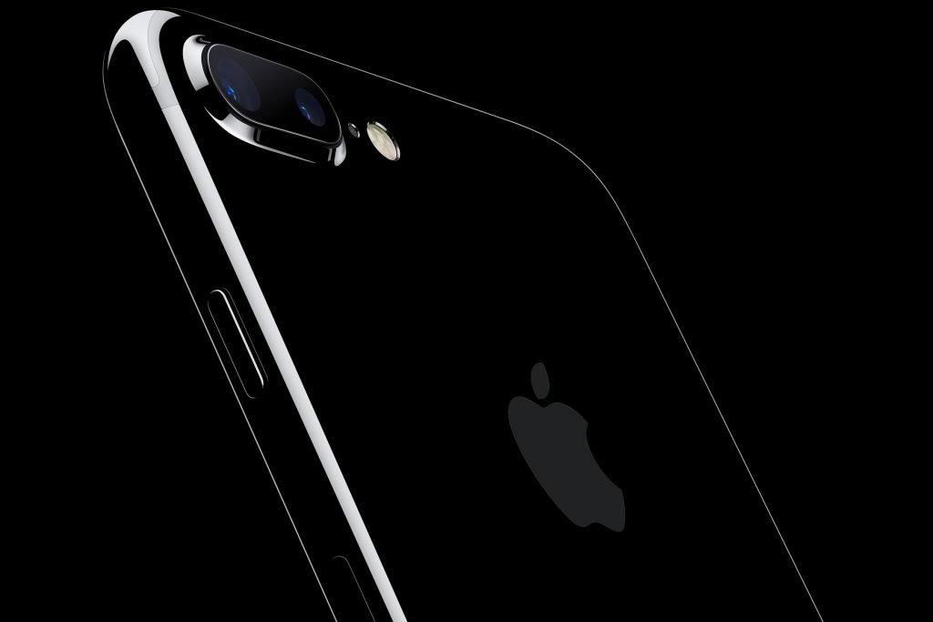 apple-iphone-7-jet-black_dezeen_ss_1-1024x731.jpg
