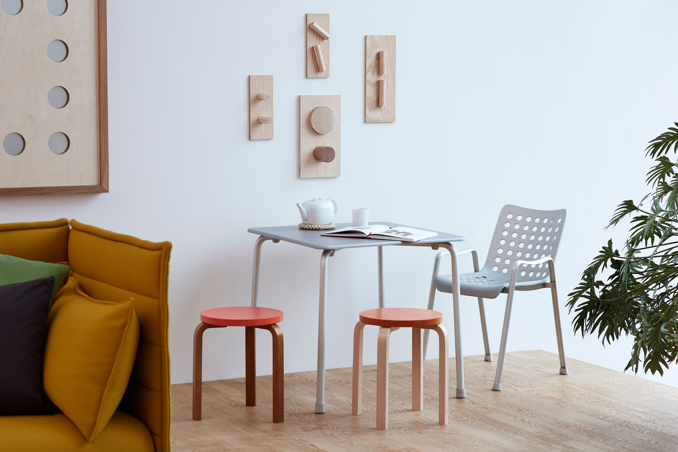 jasper-morrison-vitrahaus-design-interiors-homeware-furniture-installation_dezeen_2364_col_5.jpg