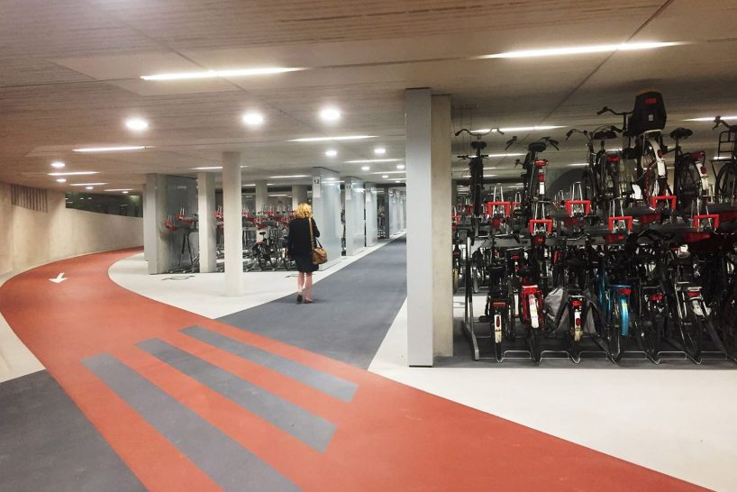 worlds-largest-bike-parking-garabe-netherlands-designboom-003-818x546.jpg