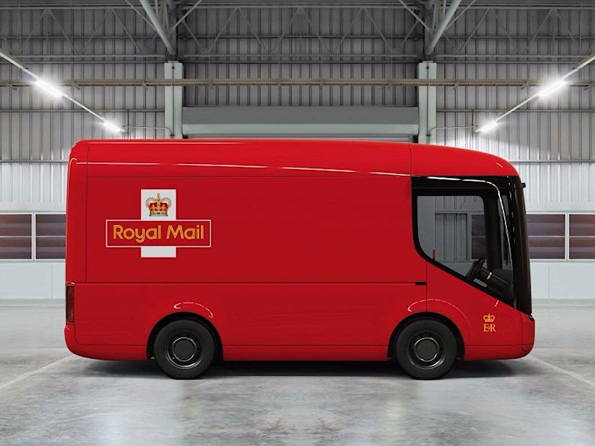 royal-mail-arrival-truck-image-2-2-599d40a15fe37-599d40d017ecb.jpg