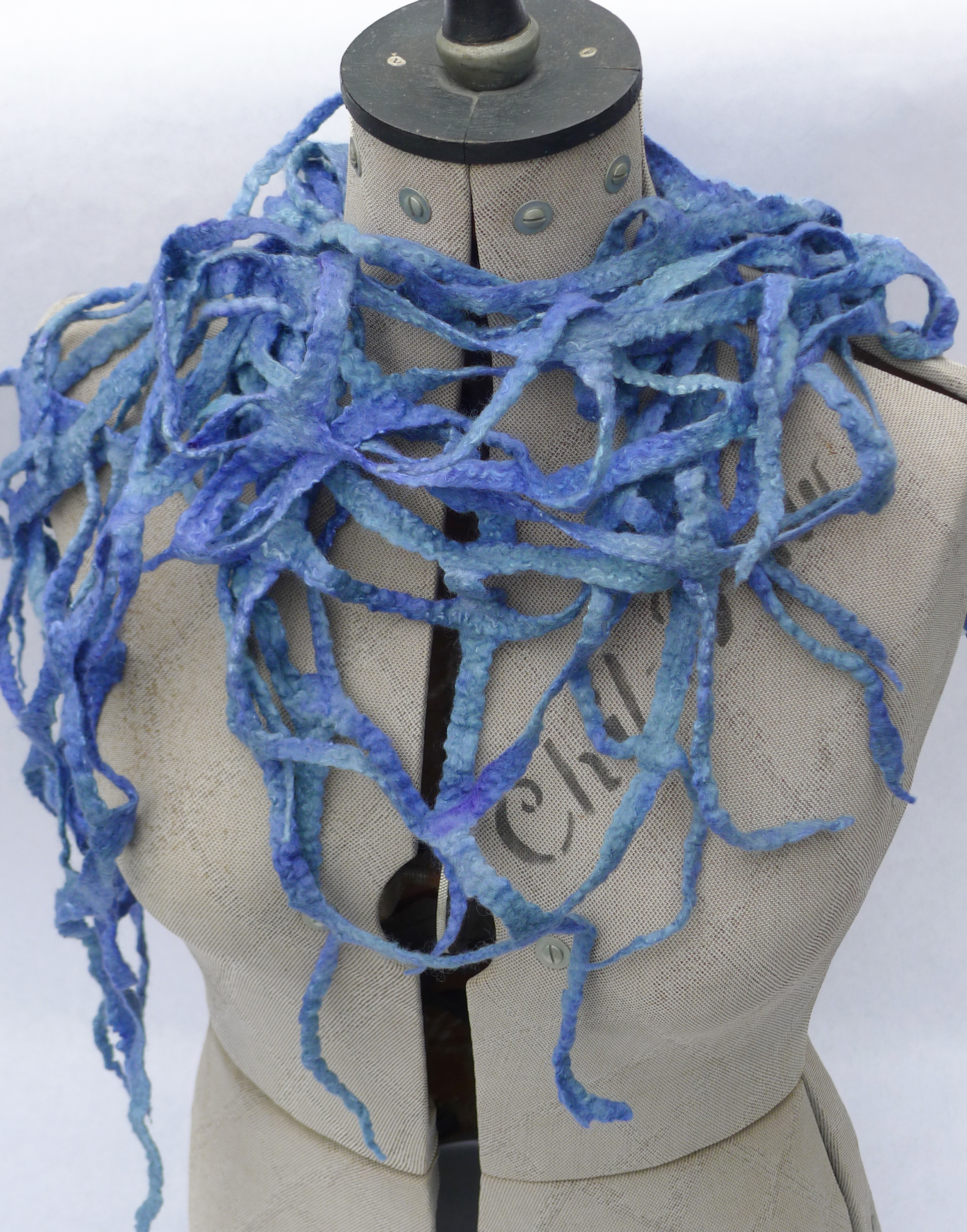 Lattice scarf