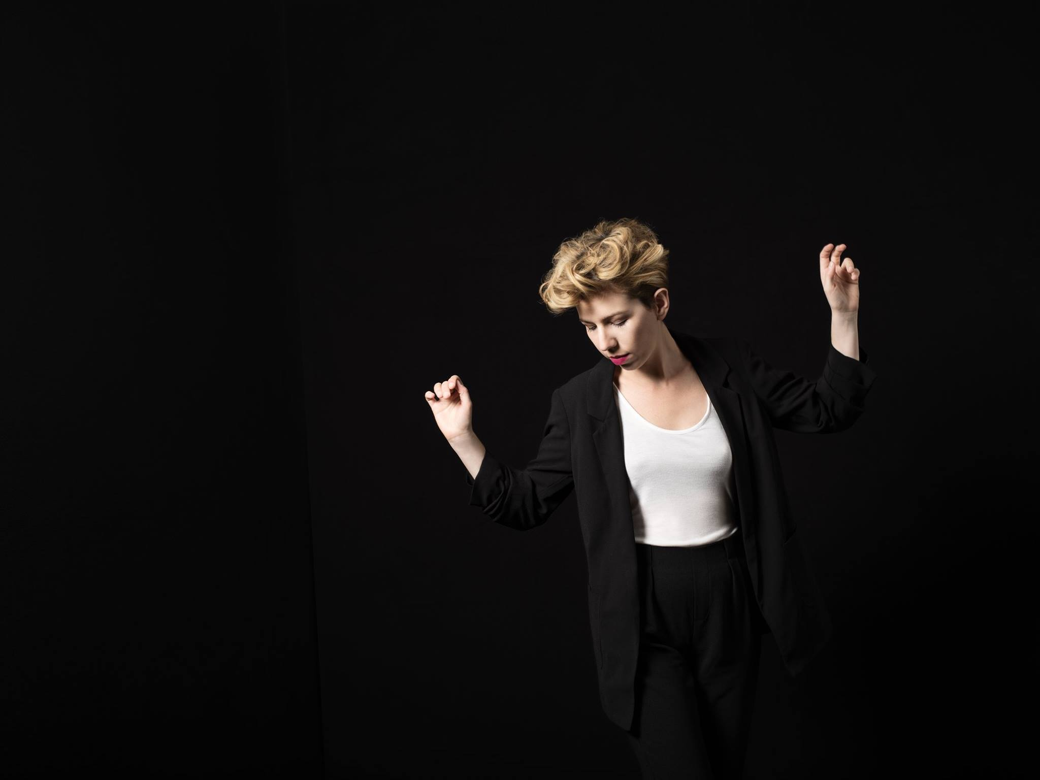 helahoop dances (c) Elsa Okazaki.jpg