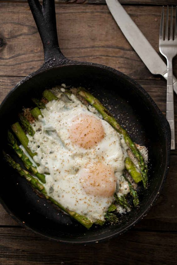 Eggs on asparagus.jpg