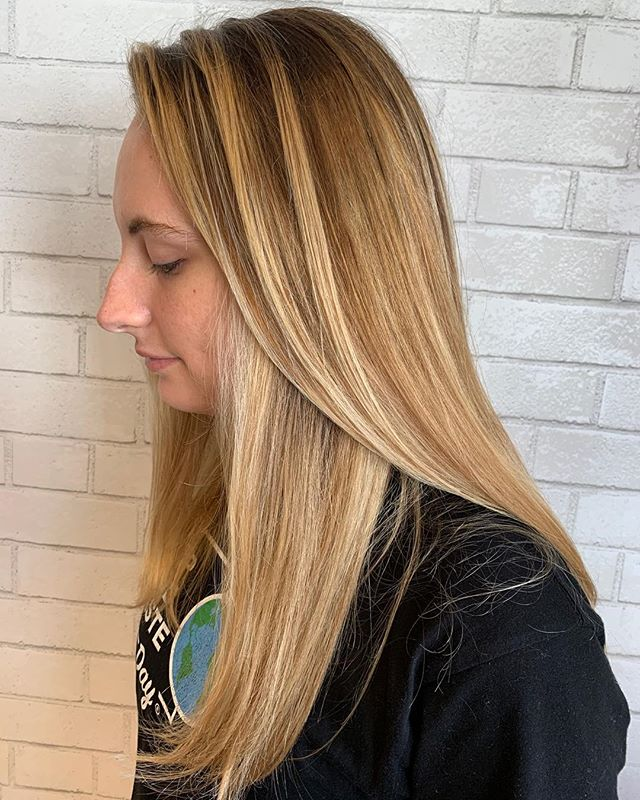 Beautiful balayage done by @beauty.by.brooke15 ☀ #behindthechair #paulmitchell #licensedtocreate #cosmoprofbeauty