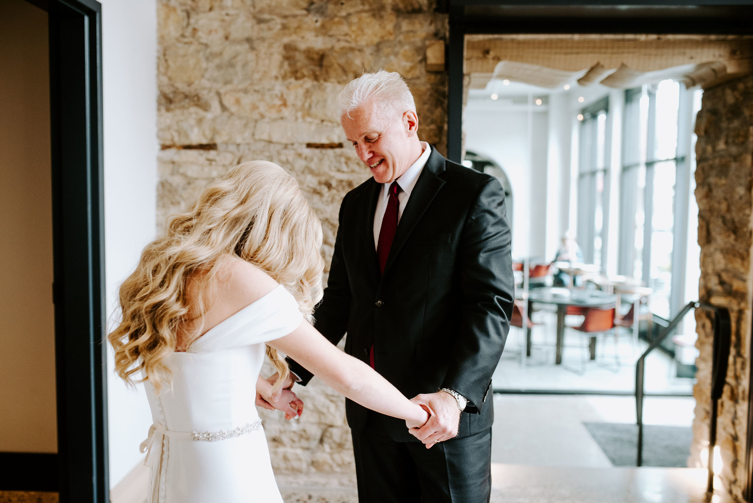 Winehaven-Winery-Wedding-First-Look-Minneapolis-MN.jpg