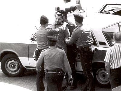 Tüntetés Nagy Imre és társai kivégzésének  harmincadik évfordulóján, 1988. június 16-án Orbán Viktort őrizetbe veszik