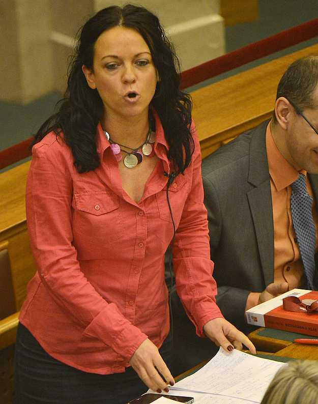 Szabó Timea javasolta: honosítási ügyben is legyen  jogorvoslat. Leszavazták