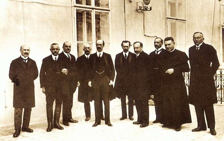 Bethlen István kormánya. Balról a második Nagyatádi Szabó István, az ötödik a miniszterelnök