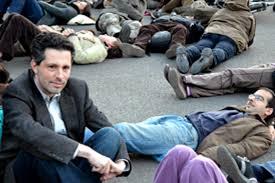 Schiffer András tüntet a hajléktalanokat sújtó  intézkedések ellen, 2011