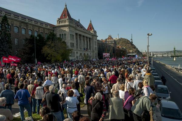 Tüntetés az összefogásért, 2013. október 23. Ki kit ver át?