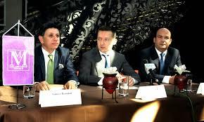 A vevők: Sameer Hamden, Zuhair Awad, és  az eladó: Rogán Antal