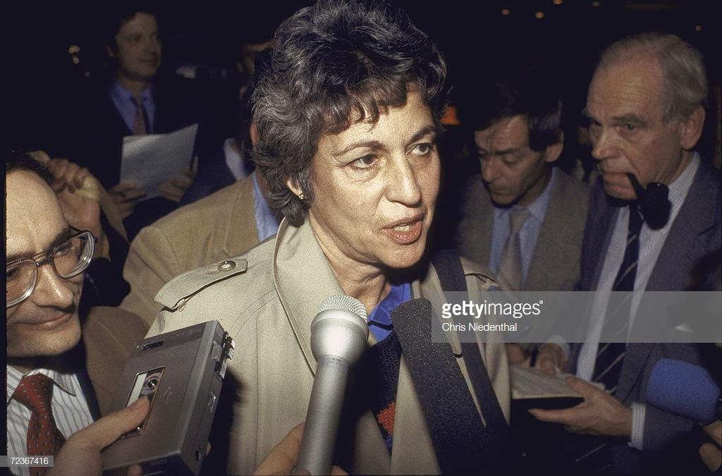 Jeri Laber, az amerikai Helsinki Watch vezetője sajtókonferenciát tart Budapesten, 1985. október