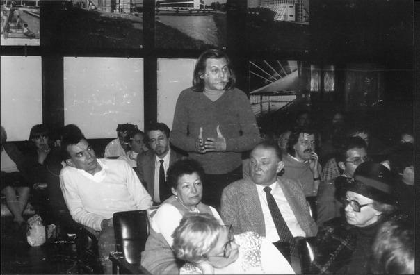 Jelölőgyűlés az Iparterv tanácstermében. Szabó Miklós felszólalása, mellette Kőszeg Ferenc és Rajk László