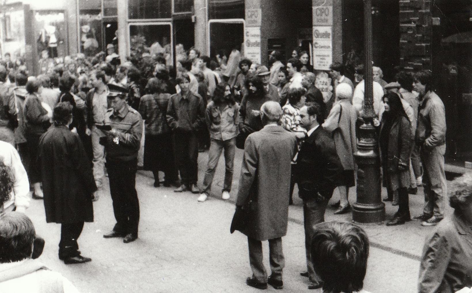 1988. október 23. Még tilos volt. Pákh Tibor tiltakozik