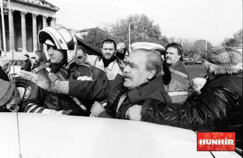 Pongrátz Gergely rendőrök között, 1997