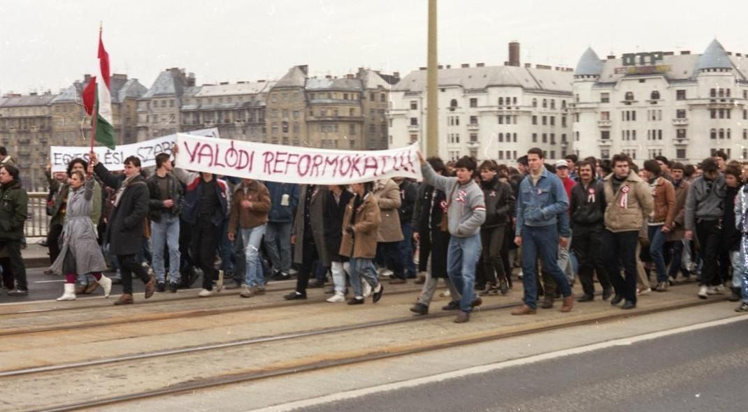 Tömegtüntetés 1988. március 15-én