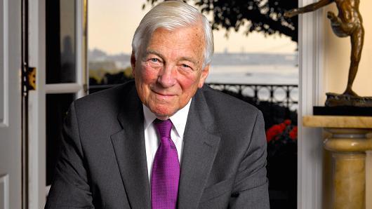 John Whitehead, amerikai külügyminiszter-helyettes  Tételesen számoltatta el Horn Gyulát