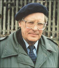 Szergej Kovaljov 1969-ben létrehozta az első emberi  jogi szervezetet a Szovjetunióban. Tevékenységéért  tíz évre bebörtönözték. 1999-ben bizottságot hozott  létre a moszkvai házrobbantások kivizsgálására.  A bizottság két tagját meggyilkolták. A magyar  médiának azonban ennyi sem volt elég érdekes  ahhoz, hogy Kovaljovot bemutassa.