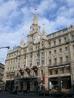 A New York palota: a Lapkiadó vállalat és könyvkiadók székháza. Földszintjén működött a Hungária kávéház