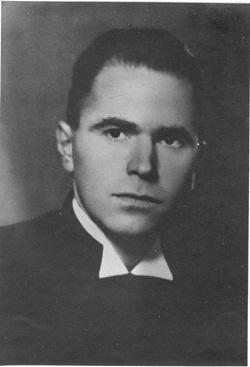Soos Géza 1944-ben a nyilasok, 1947-ben  az államvédelmi rendőrség elől kellett menekülnie