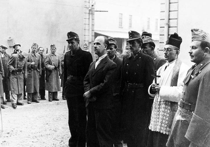 Donáth György kivégzése előtt a Kozma utcai Gyűjtőfogház udvarán, 1947. október 23. (MTI)